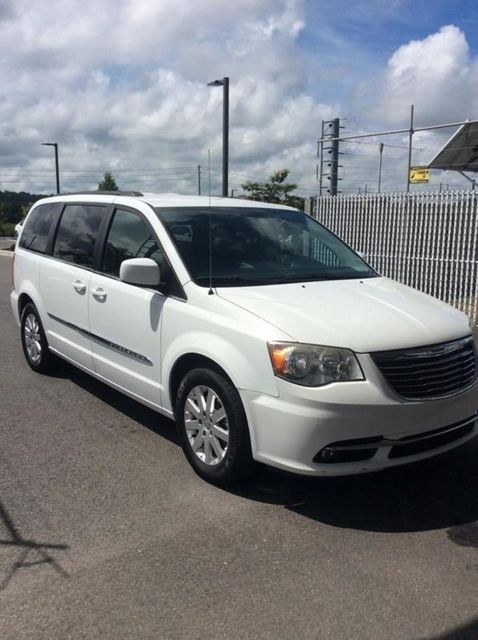 2014 Chrysler Town & Country Touring Madison, NC 3