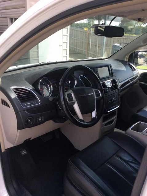 2014 Chrysler Town & Country Touring Madison, NC 5