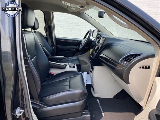 2014 Chrysler Town & Country Touring Madison, NC 10