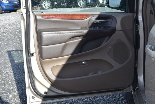 2014 Chrysler Town & Country Touring Naugatuck, Connecticut 19