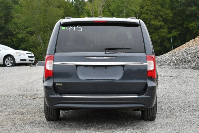 2014 Chrysler Town & Country Touring Naugatuck, Connecticut 3