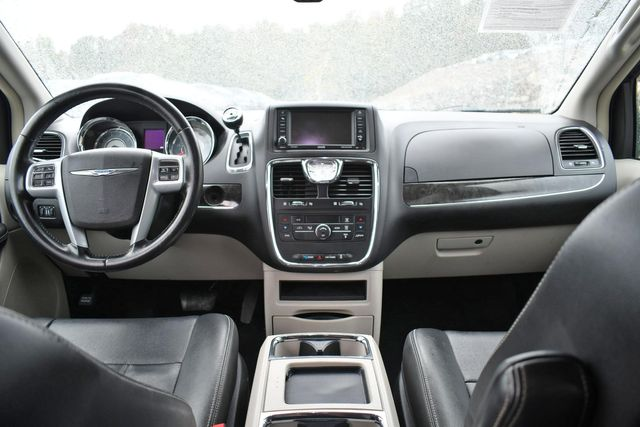 2014 Chrysler Town & Country Touring Naugatuck, Connecticut 14