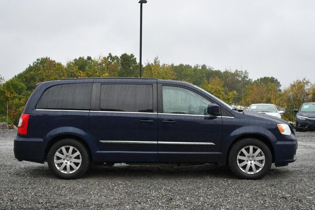 2014 Chrysler Town & Country Touring Naugatuck, Connecticut 5