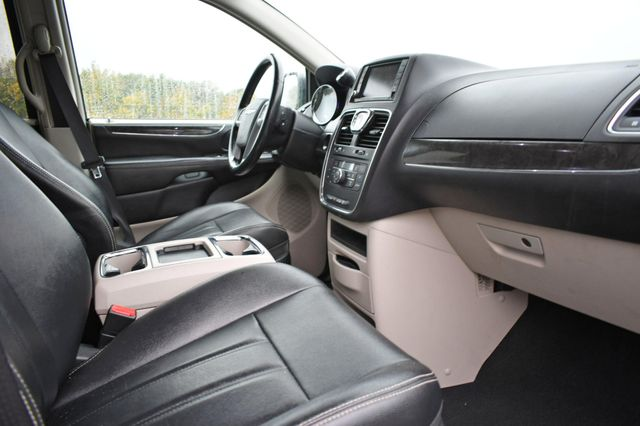 2014 Chrysler Town & Country Touring Naugatuck, Connecticut 8