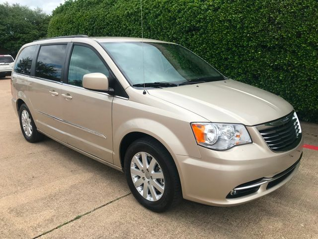 2014 Chrysler Town & Country Touring w/Leather/Power Liftgate/Back up Camera in Plano, Texas 75074