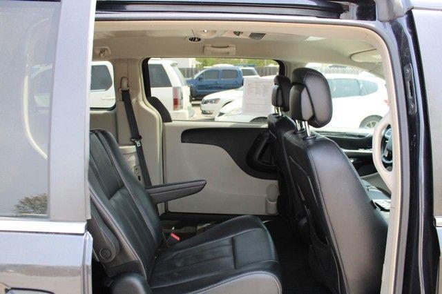 2014 Chrysler Town & Country Touring St. Louis, Missouri 9