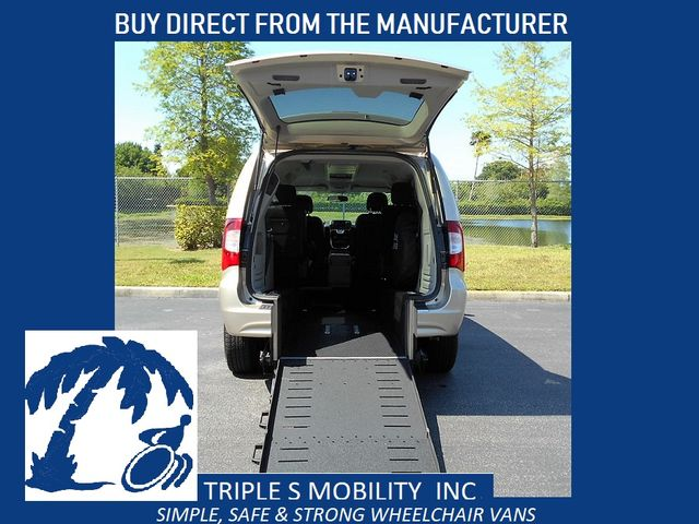 2014 Chrysler Town & Country Touring Wheelchair Van Pinellas Park, Florida 1