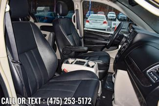 2014 Chrysler Town & Country Touring Waterbury, Connecticut 2