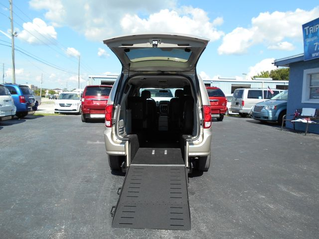 2014 Dodge Grand Caravan Sxt Wheelchair Van Pinellas Park, Florida 2