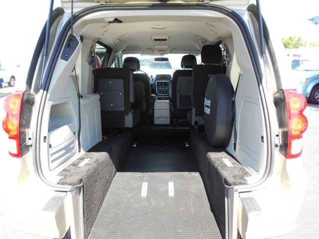 2014 Dodge Grand Caravan Sxt Wheelchair Van Pinellas Park, Florida 3