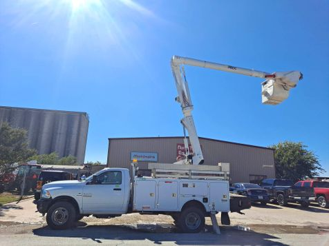 2014 Dodge RAM W5500 4X4 42' ALTEC W/ MATERIAL HANDLER & INSULATED BUCKET TRUCK in Fort Worth, TX