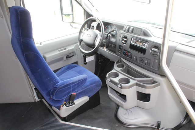 2014 Ford E450 15 Passenger  Winnebago Shuttle Bus Irving, Texas 14