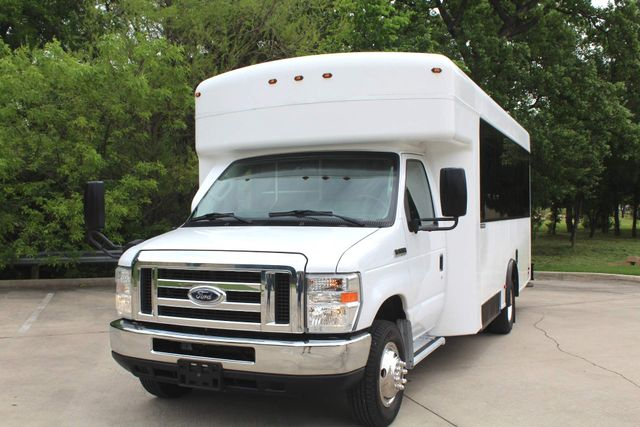 2014 Ford E450 15 Passenger  Winnebago Shuttle Bus Irving, Texas 3