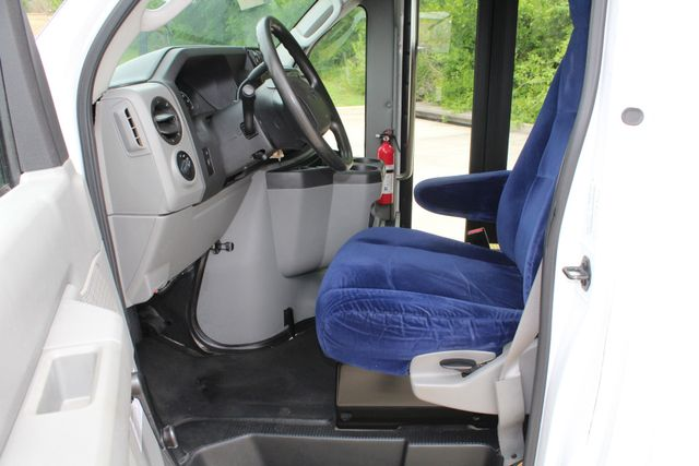 2014 Ford E450 15 Passenger  Winnebago Shuttle Bus Irving, Texas 44