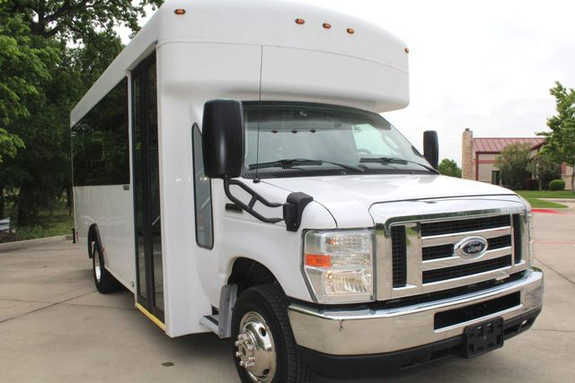 2014 Ford E450 15 Passenger  Winnebago Shuttle Bus Irving, Texas 54