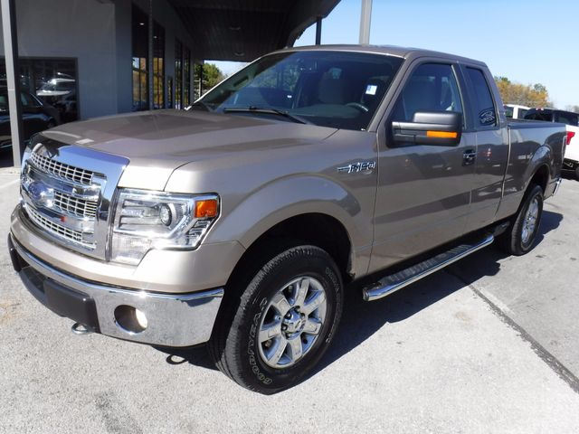 2014 Ford F-150 XLT 4X4 in Gower Missouri, 64454