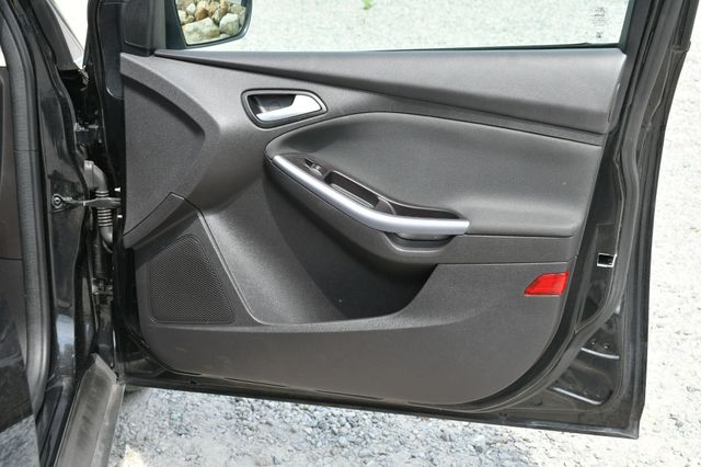 2014 Ford Focus Titanium Naugatuck, Connecticut 11