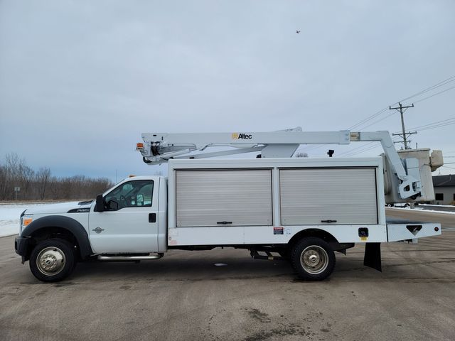 2014 Ford Super Duty F-550 DRW Chassis Cab XL Lake In The Hills, IL 3