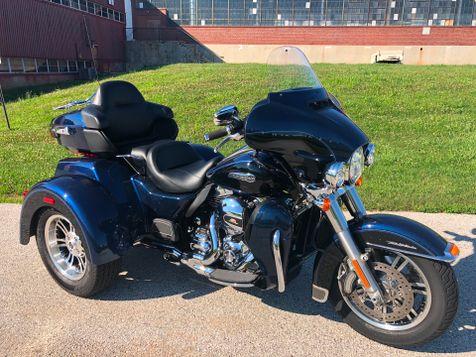 2014 Harley-Davidson FLHTCUTG Tri-Glide in Oaks