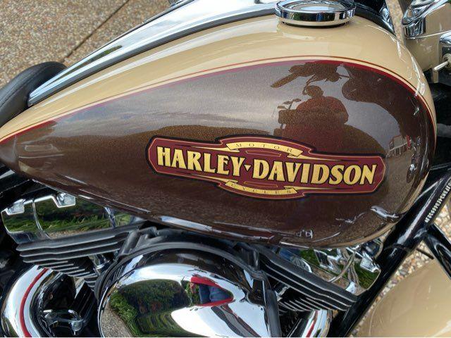 2014 Harley-Davidson Road King FLHR in McKinney, TX 75070