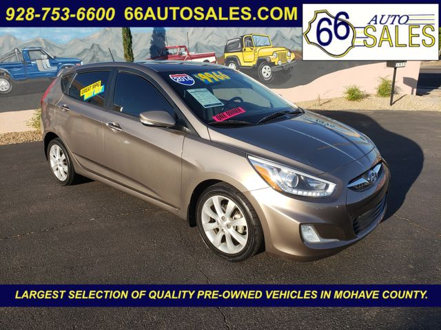 2014 Hyundai Accent 5-Door SE