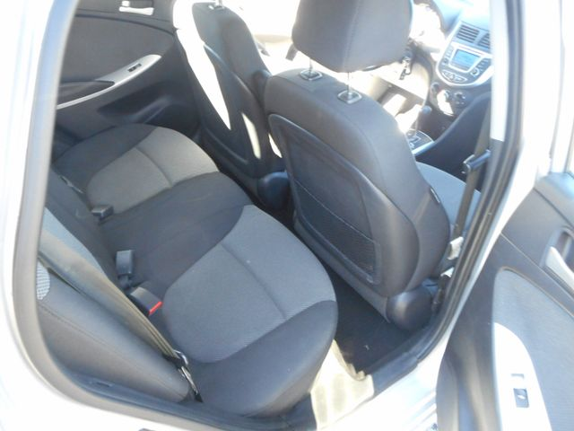 2014 Hyundai Accent 5-Door GS New Windsor, New York 17