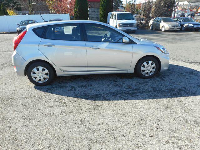 2014 Hyundai Accent 5-Door GS New Windsor, New York 7