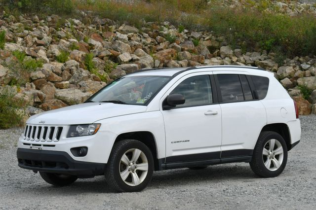 2014 Jeep Compass Sport 4WD Naugatuck, Connecticut 2
