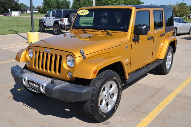2014 Jeep Wrangler Unlimited Sahara Bettendorf, Iowa 25