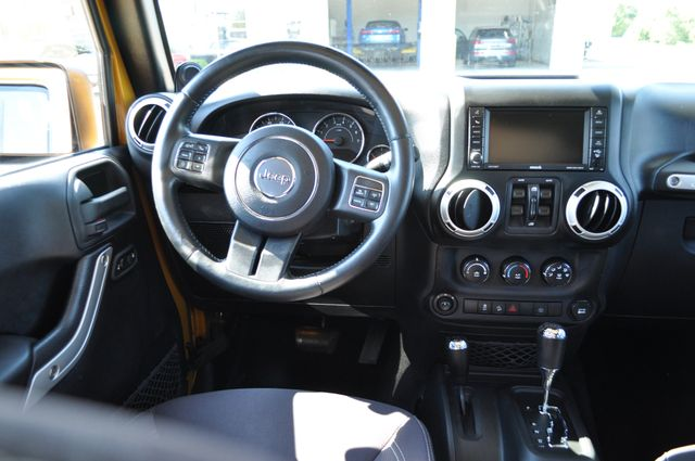 2014 Jeep Wrangler Unlimited Sahara Bettendorf, Iowa 10