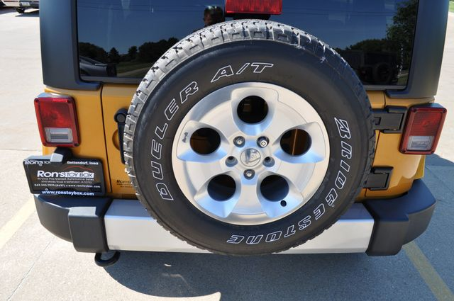 2014 Jeep Wrangler Unlimited Sahara Bettendorf, Iowa 18