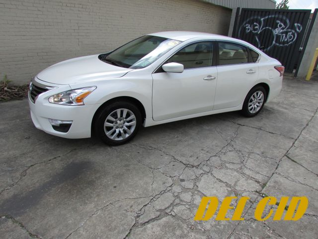 2014 Nissan Altima S, Gas Saver! Low Miles! Financing Available!