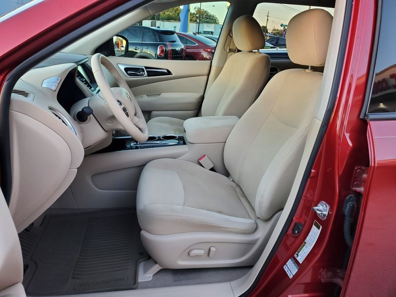 2014 Nissan Pathfinder SV  Brownsville TX  English Motors  in Brownsville, TX