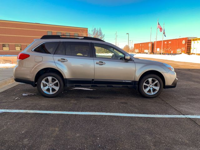 2014 Subaru Outback 2.5i Premium Maple Grove, Minnesota 9