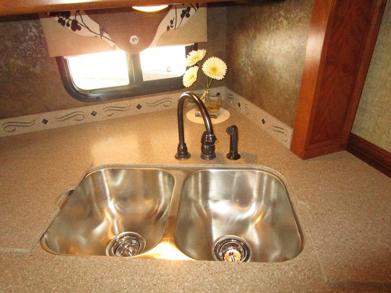 2014 Tiffin RED 38QRA Bath and a Half  in Charleston, SC