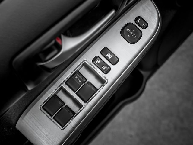 2014 Toyota Camry SE Burbank, CA 17