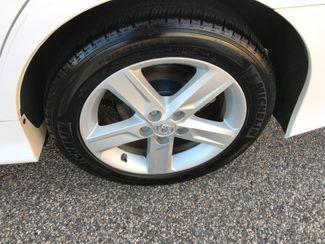 2014 Toyota Camry Hybrid SE Limited Edition Farmington, MN 13