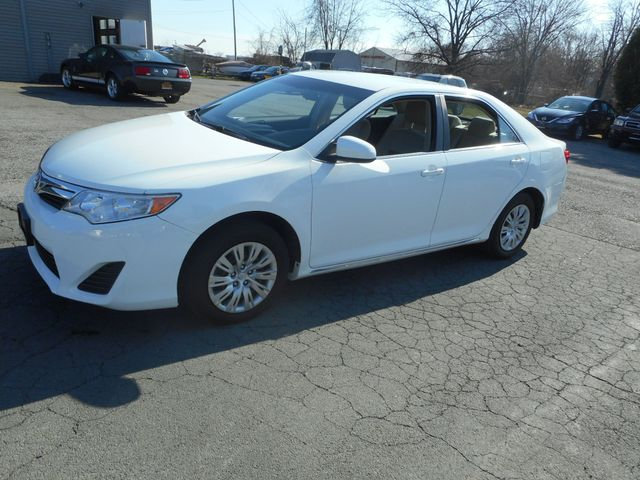 2014 Toyota Camry LE New Windsor, New York 1