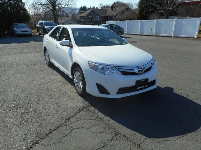 2014 Toyota Camry LE New Windsor, New York 9