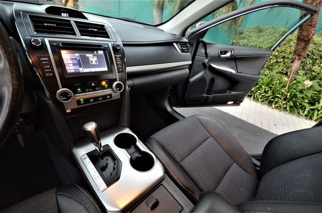 2014 Toyota Camry SE Reseda, CA 28