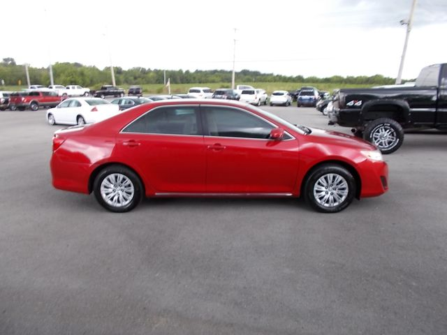 2014 Toyota Camry LE Shelbyville, TN 10