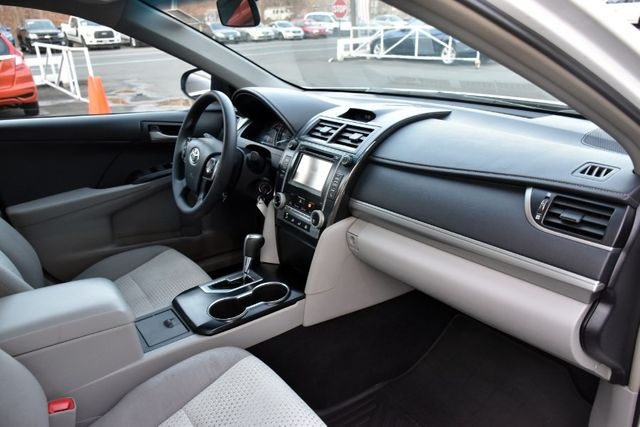 2014 Toyota Camry LE Waterbury, Connecticut 15