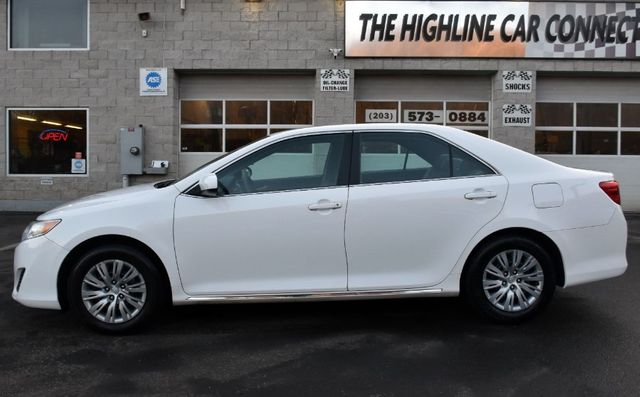 2014 Toyota Camry LE Waterbury, Connecticut 2