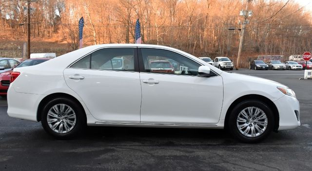 2014 Toyota Camry LE Waterbury, Connecticut 4