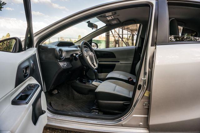 2014 Toyota Prius c One Reseda, CA 13
