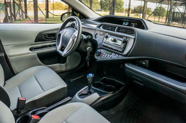 2014 Toyota Prius c One Reseda, CA 31