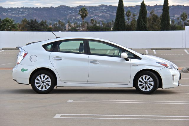 2014 Toyota Prius Plug-In Reseda, CA 22
