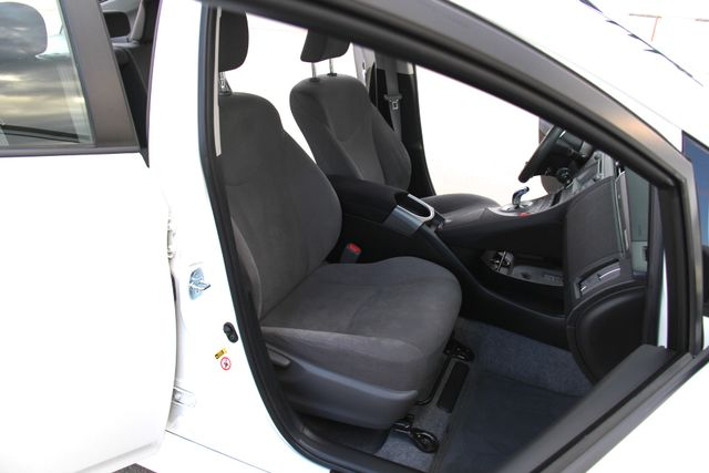 2014 Toyota Prius Plug-In Reseda, CA 26