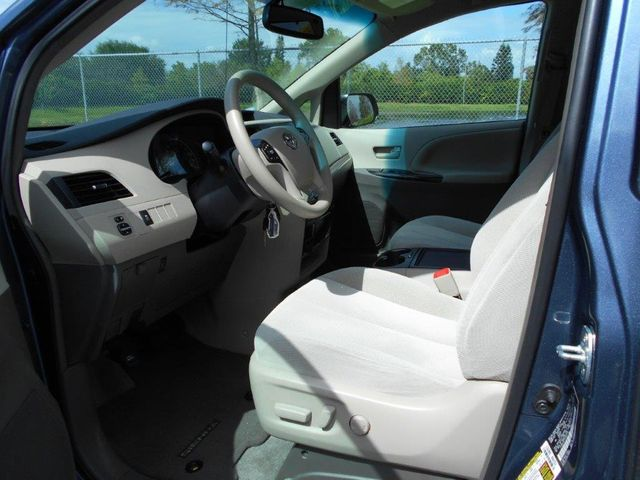 2014 Toyota Sienna Le Wheelchair Van Handicap Ramp Van Pinellas Park, Florida 6