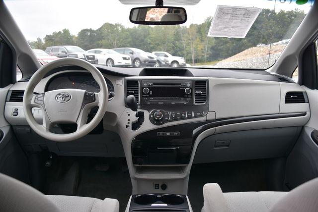 2014 Toyota Sienna LE Naugatuck, Connecticut 11